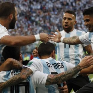Marcos Rojo the unlikely hero as Argentina beat Nigeria, book last-16 spot