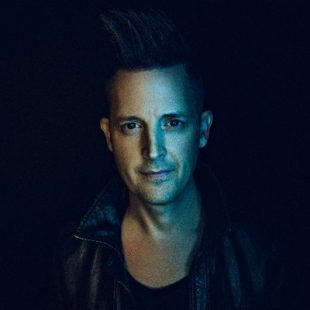 LINCOLN BREWSTER: 'WHILE I WAIT' DEVOTIONAL