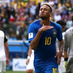 Brazil's Coutinho and Neymar snatch win to sink Costa Rica