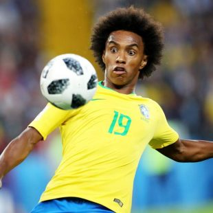 Chelsea's Willian swerves exit talk amid Barcelona and Manchester United links